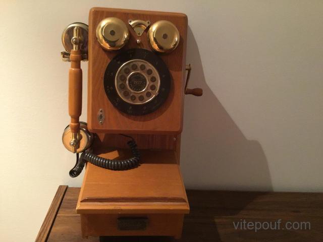 Téléphone mural antique
