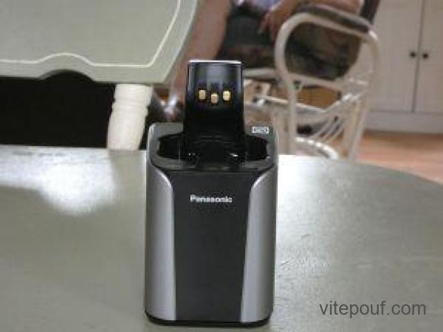 """1 chargeur auto-nettoyant de la marque """" Panasonic """""""